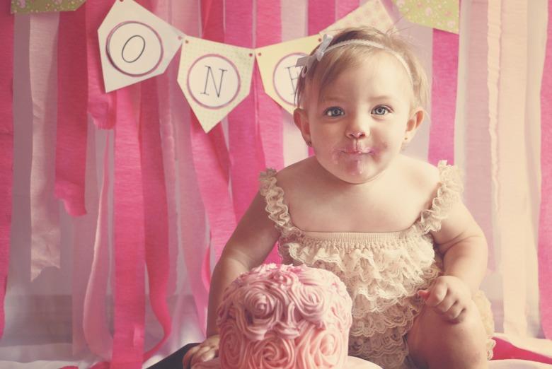 first-birthday-1073575_1920.jpg