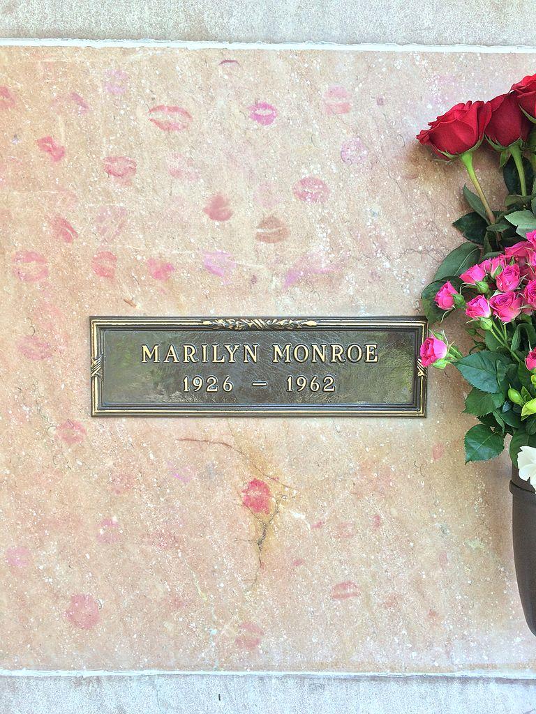 Marilyn_Monroe_Grave.jpg