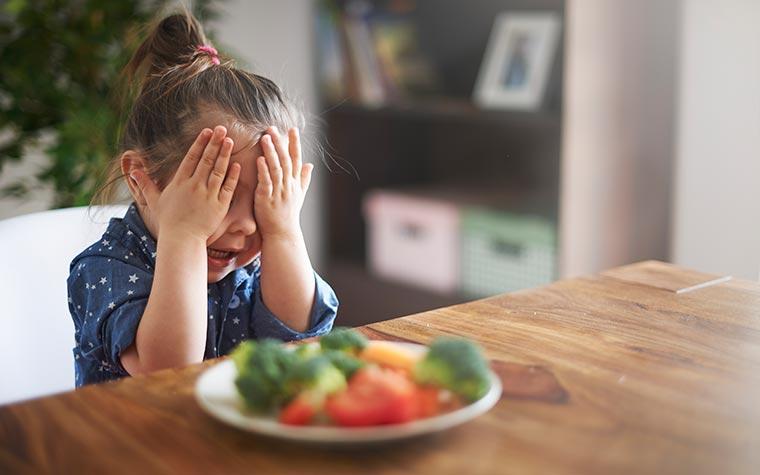 girl_doesnt_want_veggies